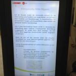 Monitor im Eingangsbereich des Bezirksrathaus in Köln Nippes zur Bürgerinformation über die Klimastraße